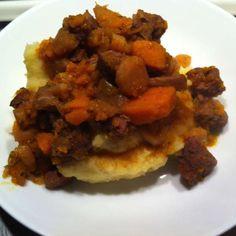 Gestoofd lamsvlees met pastinaak, pompoen en aardappelpuree