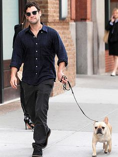 Justin Bartha & his Frenchie.was this when he was dating Ashley?) a similar dog. Justin Bartha, Dog Boarding, Hugh Jackman, French Bulldogs, Celebrity Pictures, Animals Beautiful, Fur Babies, Pets, Celebrities