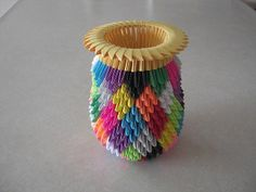 This is another view of the Patchwork Vase. Origami And Quilling, Origami Art, Dollar Origami, Arts And Crafts, Diy Crafts, Vases, Bowls, Free Pattern, Craft Ideas