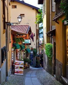 #bellagio #lake #lago #lagodicomo #lakecomo #italia #italy #color #colorful #love #amore #beauty #beautiful #beautifulday #beautifulplaces #photooftheday #picoftheday #picture #pic #photo #ig_italy #instadaily #instaitalia #europe #village #passport #go #building #buildings #architecture