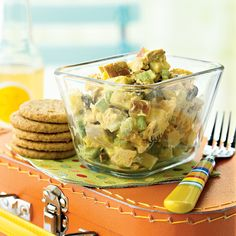 Curried Chicken Salad with Apples and Raisins - - Salades Composees Marocaine Salad Recipes Video, Healthy Salad Recipes, Orzo, Weight Watchers Salat, Healthy Chicken, Chicken Recipes, Cilantro, Chicken Dinner For Two, Lemon Herb Chicken