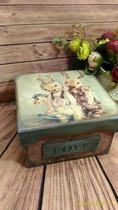 Discover thousands of images about Vintage romantic decoupage Decoupage Box, Decoupage Vintage, Painted Boxes, Wooden Boxes, Wooden Crafts, Diy And Crafts, Cajas Shabby Chic, Wooden Painting, Altered Cigar Boxes