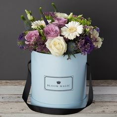 15 new ideas flowers bouquet gift floral arrangements hat boxes Flower Bouquet Boxes, Flower Illustration Pattern, Blue Flower Arrangements, Flower Quotes Love, Flower Tattoo Hand, Get Well Flowers, Calla Lily Flowers, Same Day Flower Delivery, Hat Boxes