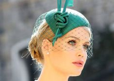 Who Is Princess Diana's Beautiful Niece Lady Kitty Spencer? Margot Robbie, Meghan Markle, French Word Tattoos, French Tattoo, Sound Wave Tattoo, Princess Diana Niece, Kitty Spencer, Natural Eyebrows, Fashion And Beauty Tips