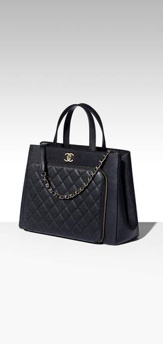 648ae689f3a6 CHANEL Official Website: Fashion, Fragrance, Beauty, Watches, Fine Jewelry  | CHANEL