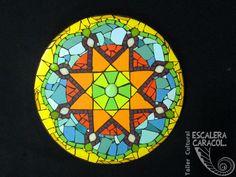 Mandala de 40 cm de diámetro realizado por Tristana Cebrian. http://tallerescaleracaracol.com/artes-del-fuego/mosaico/mandalas/