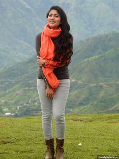Sai Pallavi Beautiful HD Photoshoot Stills South Actress, South Indian Actress, Beautiful Indian Actress, Beautiful Saree, Beautiful Actresses, Beautiful Beach, Wedding Couple Poses Photography, Photography Poses Women, Cute Photography