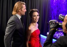 Abigail Spencer Photos - Actors Josh Holloway and Abigail Spencer backstage at the People's Choice Awards 2016 at Microsoft Theater on January 6, 2016 in Los Angeles, California. - People's Choice Awards 2016 - Backstage and Audience