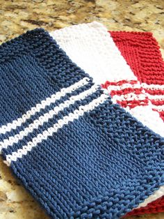 FREE pattern - KNIT - Ravelry: French Stripe Dishcloth pattern by Megan Delorme Knitted Dishcloth Patterns Free, Knitted Washcloths, Crochet Dishcloths, Knit Or Crochet, Knitting Patterns Free, Crochet Crafts, Crochet Stitches, Crochet Patterns, Free Pattern