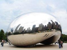"""Anish Kapoor , artiste britannique d'origine indienne– """"Le haricot"""", Chicago, 2004"""