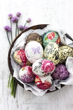 Oua pentru Paste decorate cu tehnica servetelului. Metoda pas cu pas, in imagini. Easter Art, Bunny Crafts, Easter Crafts For Kids, Easter Eggs, Easter Projects, Protein Pro Tag, Junk Food, Easter Drawings, Diy Ostern