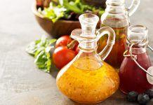 Assortment of vinaigrette salad dressings in glass bottles. Vinaigrette Salad Dressing, Vinegar Dressing, Salad Dressing Recipes, Salad Dressings, Les Experts, Herb Salad, Dehydrated Food, Apple Cider Vinegar, Food Processor Recipes