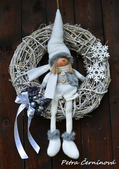 Velký dětský vánoční věnec / Prodané zboží prodejce Černínová Petra | Fler.cz Nordic Christmas, Rustic Christmas, Kids Christmas, Handmade Christmas Decorations, Xmas Decorations, Mery Crismas, Felt Ornaments, Christmas Ornaments, Navidad Diy
