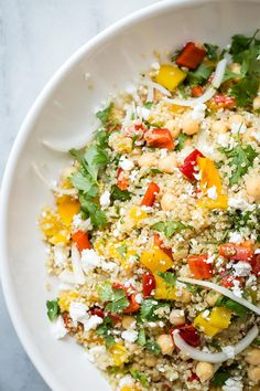 Video- This healthy Quinoa and Feta Cheese Salad has all of the flavors of the Mediterranean! Simple and so tasty. Video- This healthy Quinoa and Feta Cheese Salad has all of the flavors of the Mediterranean! Simple and so tasty. Salad Recipes Video, Quinoa Salad Recipes, Healthy Salad Recipes, Rice Recipes, Recipes Dinner, Healthy Tips, Cooking Recipes, Salade Quinoa Feta, Feta Salat