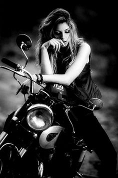 Cowboy From Hell Girl Photo Poses, Girl Photography Poses, Girl Poses, Lady Biker, Biker Girl, Shooting Photo Moto, Motorcycle Photo Shoot, Biker Photoshoot, Digital Foto
