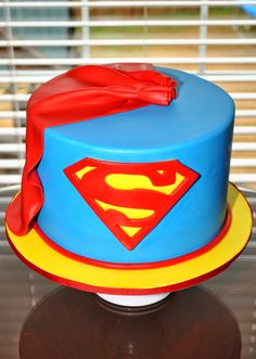 23 Superman Cake Ideas You Should Use For Your Next Birthday Supergirl Cakes, Superman Cakes, Bolo Fack, Twin Birthday Cakes, Happy Birthday, Superman Birthday Party, Cake Designs Images, Cake Images, Superhero Cake