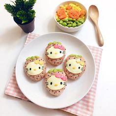 Strawberry Hello Kitty rice balls by Angel (@tmyin11)