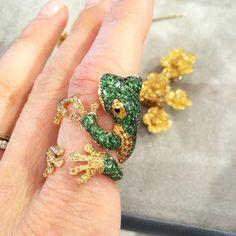 Morphée Joaillerie Reinette ring in 18k yellow gold, sapphires, tsavorite garnets & enamel