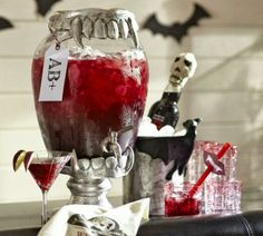 Halloween party season is upon us! Take a look at these dishes you definitely need to have if you are throwing a vampire theme Halloween party. Vampire Theme Party, Vampire Halloween Party, Halloween Week, Halloween Party Themes, Halloween Drinks, Holidays Halloween, Halloween Treats, Halloween Table, Happy Halloween