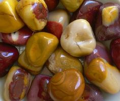 Mookaite Jasper (Australian) is a nurturing stone that supports and sustains during times of stress, bringing peace and a feeling of wholeness. Discover all possibilities in a situation and choose the right one.