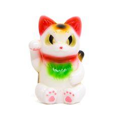 Lucky Negora : Maneki-Neko - Konatsu has released a Maneki (Lucky) version of their popular Negora figure.<p>Each Negora comes with 1 of 5 different paper fortunes.