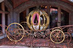 Cinderella's Pumpkin gold Carriage outside Restaurant L'Auberge de Cendrillon in Fantasyland Cinderella Coach, Cinderella Carriage, Cinderella Musical, Disney Magic, Disney Land, Pumpkin Carriage, Horse Carriage, Horse Drawn, Disneyland Paris