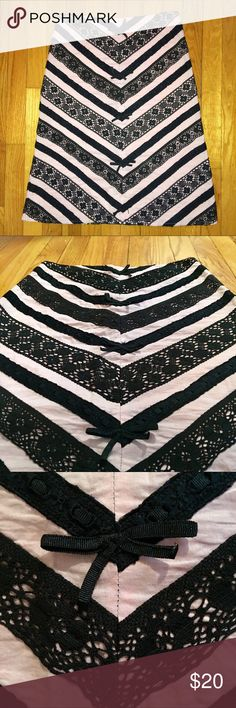 Persaman New York Women's Skirt Size 2 Super cute light pink/black skirt. Lace and bow embellishments. Persaman New York Skirts Midi
