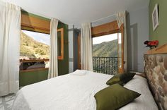 Habitación doble con 2 camas juntas, con balcón al valle del Río Mundo.