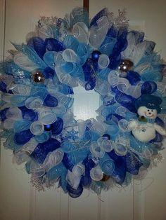 Deco Mesh Snowman Christmas Wreath -- love how the spiral wreath is still wreath-shaped!