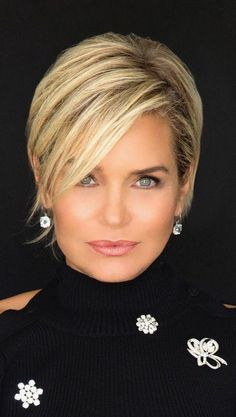 Top 36 Short Blonde Hair Ideas for a Chic Look in 2019 - Style My Hairs Short Straight Hair, Short Hair With Layers, Short Hair Cuts For Women, Short Hair Styles, Short Hair Long Bangs, Bob Styles, Short Hairstyles Fine, Bob Hairstyles, Fashion Hairstyles