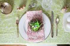 Easter Table | Hen House Linens #springtablescape