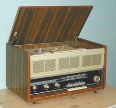 Радиоприёмники и радиолы СССР (1950-1960 годы) Music Machine, Retro Radios, Antique Radio, Record Players, Vintage Tv, Old Tv, Tv On The Radio, Jukebox, Cool Art