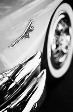 Classic cars make my heart melt! This Thunderbird is so beautiful
