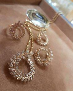 Ideas For Piercing Oreille Tendance Fancy Jewellery, Gold Jewellery Design, Stylish Jewelry, Jewelry Sets, Designer Jewellery, Handmade Jewellery, Gold Jewelry, American Diamond Jewellery, Jewelry Design Earrings