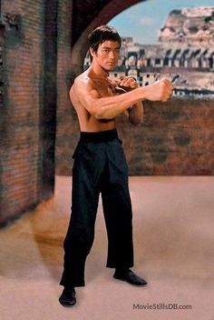 Meng long guo jiang - Publicity still of Bruce Lee
