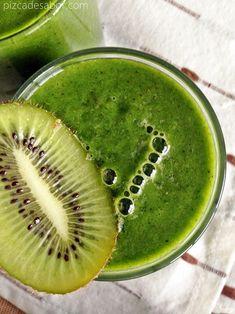 Smoothie verde de kiwi, espinaca y piña - Pizca de Sabor