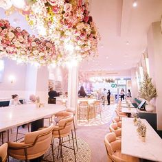 Elan Cafe Brompton Road Near the V&A - it's a whole pink cafe! Pink Cafe, Cafe Counter, Flowers London, Deco Rose, Cute Cafe, Rose Pastel, Interior Decorating, Interior Design, Cafe Interior