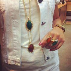 Inspirações para essa Quinta Feira! Pingentes em Ágata Verde e Vermelha, venha até nossas lojas para ver todos esses lançamentos! #allipijoias #pedrasnaturais #allipi #aljoias #expositoraljoias #trend #look #moda #blogger #luxury #jewelry #job #semijoias #atacado #showroom #lançamento #nallipitem #whatsapp