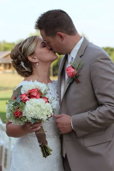Raegan & Adam, Married. The Barn at Harvest Moon Pond. Photo by Meghan Straveler. #wedding #photography