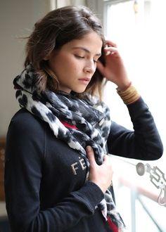 Sézane / Morgane Sézalory - Collection Lifestyle - Bromley scarf - Alba Galocha - #sezane www.sezane.com