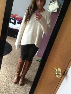 Baggy sweater, yoga pants, and boots(: perfect fall outfit. I'd substitute yoga pants for skinny jeans, though. Workout Leggings, Women's Leggings, Dance Outfits, Winter Outfits, Yoga Pants Outfit, Gym Pants, Running Pants, Baggy Sweaters, Perfect Fall Outfit