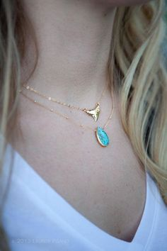 Niho Mano necklace small gold shark tooth