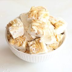 Easy, quick, fail-proof Homemade Marshmallows with caramel swirl and malted milk powder! Homemade Marshmallows, Homemade Candies, Fondue Recipes, Yummy Recipes, Recipies, Dessert Packaging, Types Of Desserts, Candy Bark, Malted Milk