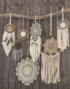Driftwood Doily Dreamcatchers Wall Hanging - The ultimate boho chic focal piece adding a simplistic earthy elegance to any room or wedding decor with its rustic driftwood and pheasant feathers and neutral-toned mixture of various crocheted doilies and fa Los Dreamcatchers, Dream Catcher Mandala, Dream Catcher Decor, Lace Dream Catchers, Dream Catcher Boho, Boho Chic, Shabby Chic, Bohemian Decor, Bohemian Style
