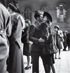 WWII,1944. Photo by Alfred Eisenstaedt.