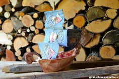 Segelschiff aus Papier- und Stoffresten / Sailing ship made with scraps of paper and fabric / Upcycling