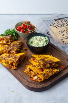 Time for some real Mexican Quesadillas with a veggie twist! 💫🥕 Looking for an afternoon snack? Go check the recipe i Afternoon Snacks, Easy Peasy, Meal Planning, Carrots, Guacamole, Curry, Tacos, Veggies, Yummy Food