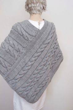 Poncho Knitting Patterns, Knitted Poncho, Hand Knitted Sweaters, Easy Knitting, Knitted Shawls, Knit Patterns, Ladies Poncho, Sweater Design, Knit Crochet