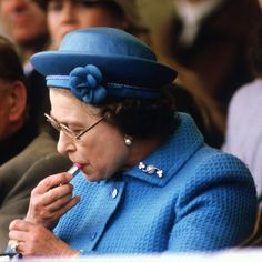 """The queen goes nowhere without her handbag. Inside it she keeps her trusty lipstick, which she's not afraid to reapply in public. Frist Lady Laura Bush once did the same in DC, and said, """"The queen told me it was all right to do it."""" IF THE QUEEN DOES IT, I WILL CONTINUE!"""