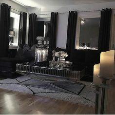 Vakker stemning hos #Repost @cathrine92_  #romasofa Og #Siennasalongbord fra @classicliving  #glam #sofa #coffetable #salongbord #interiør #interior4all #interørinspirasjon #interiorandhome #velour #interior #interiordesign #livingroom